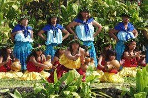 1024px-Hula_Kahiko_Hawaii_Volcanoes_National_Park_02