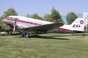 CC-CLDT_Douglas_DC-3_LAN_Linea_Aerea_Nacional_-_Chile_(8185446060)