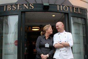 Arthur Hotels' F&B chef, Susanne Plesner, med kokken Rasmus Bredahl.