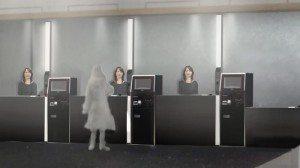 Menneskelignende robotter tager imod i receptionen.