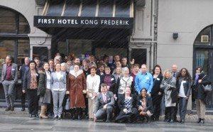 De nyeste service-ambassadører foran Hotel Kong Frederik i centrum af København.