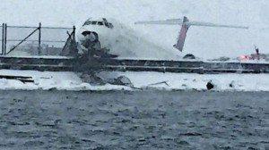 Et fly fra Delta Air Lines gled af banen i New York.