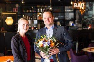 Stamgæst Henrik Adinger, medlem nr. 1,5 million sammen med Malin Åkesson, hotel direktør Scandic Kungens Kurva.