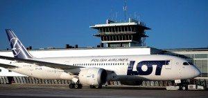 LOT-Polish-Airlines-Dreamliner-i-Københavns-Lufthavn-800x379
