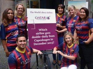 Qatar Airways' ansatte i Danmark – til højre for skiltet er landechef, Pia Lind. Foto: Preben Pathuel.