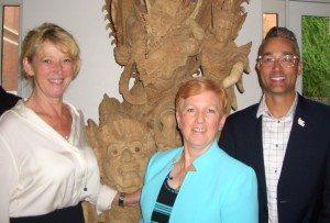 Til venstre Karin Gert Nielsen, bl.a. direktør for Discover America Denmark, Julie P. Heizer fra USA's handelsministerium samt Michael Martin, fra US Travel Association, der bl.a. organiserer International Pow Wow.