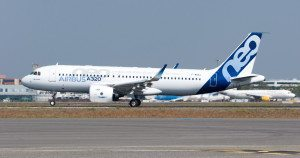 Airbus_A320neo_landing_03