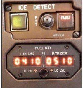 Flyets instrument viste, at der var 410 kilo fuel i venstre tank og 510 kilo i højre tank. Men i virkeligheden var højre tank helt tom og advarselslampen nederst til højre om 'low level' for fuel lyste heller ikke. (Foto: Havarikommissionen)