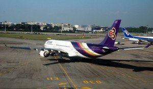 800px-Thai_Airways,_Airbus_A330-300,_SIN