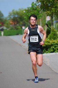 Anders Juul Jensen vil løbe mindst 180 kilometer på et døgn for at skaffe penge til Kræftens Bekæmpelse.