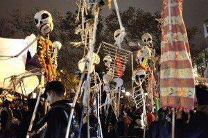 Halloween parade i the Village