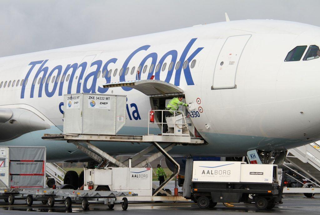 Spies var også sidste år Danmarks største charterarrangør – og fløj navnlig gæsterne med familiemedlemmet Thomas Cook Airlines, der her er i Aalborg Lufthavn. Arkivfoto.