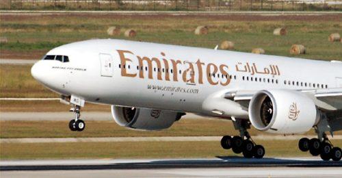 Emirates Boeing 777-200LR fly