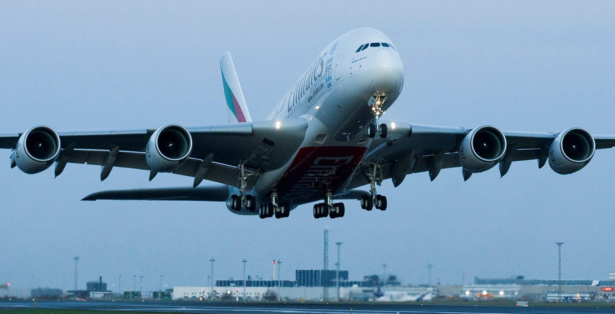 En Airbus A380 på vej til landing i Københavns Lufthavn.