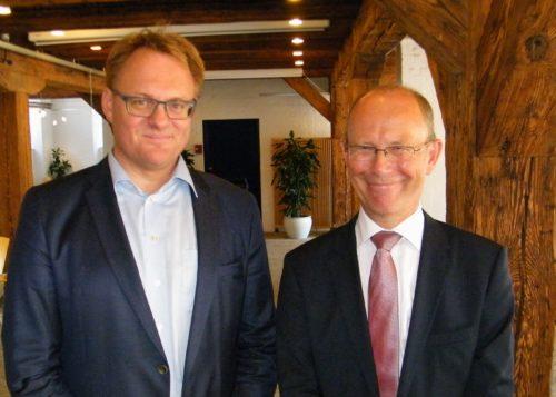 Ny chef for Borgerservice, René Dinesen, til venstre, og hans forgænger, Ole Egberg Mikkelsen.