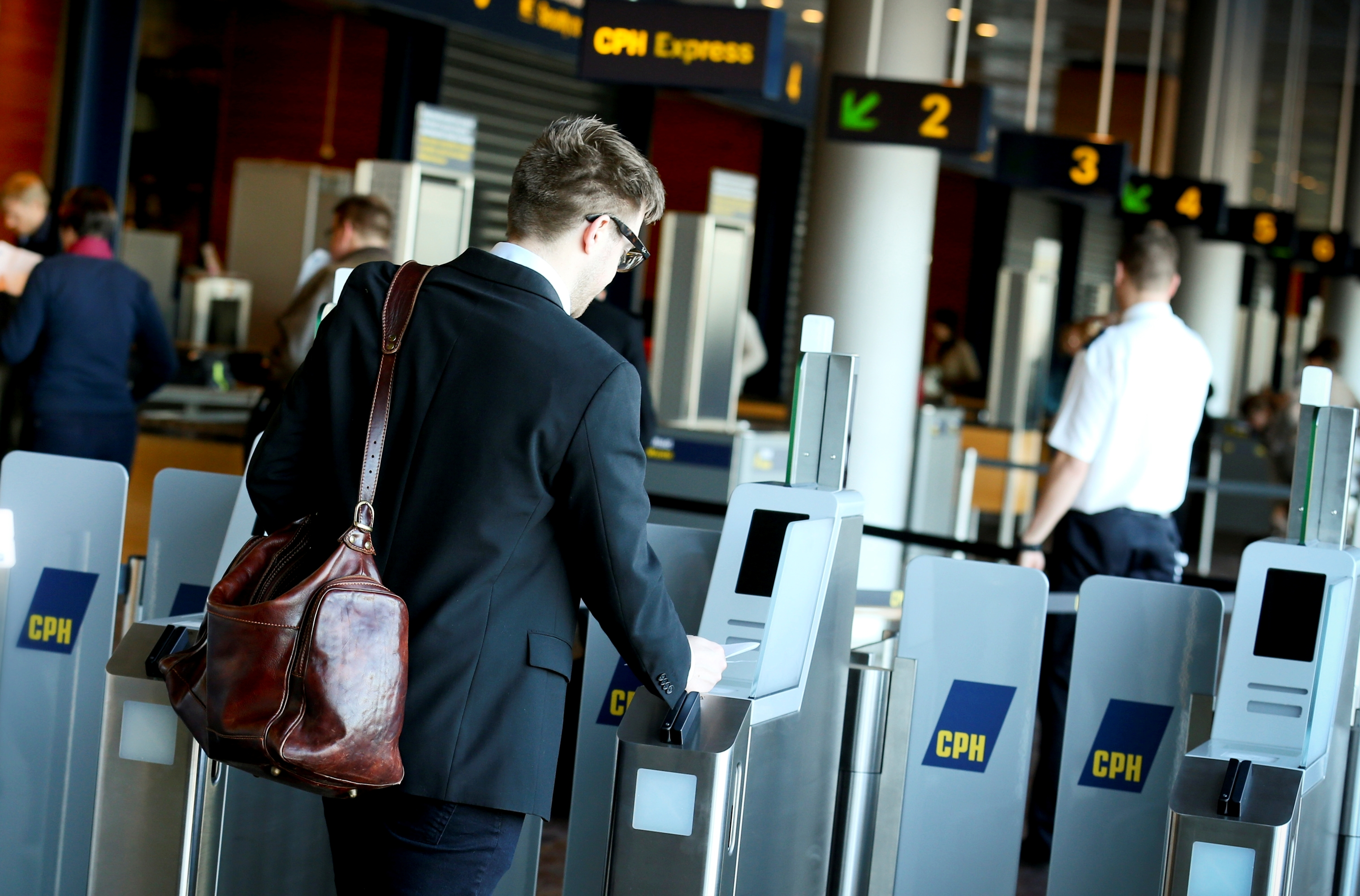 I Danmark reserveres 45 procent af alle firmabilletter mere end to uger inden afrejse, oplyser erhvervsrejsebureauet Egencia i ny analyse. Arkivfoto fra Københavns Lufthavn.