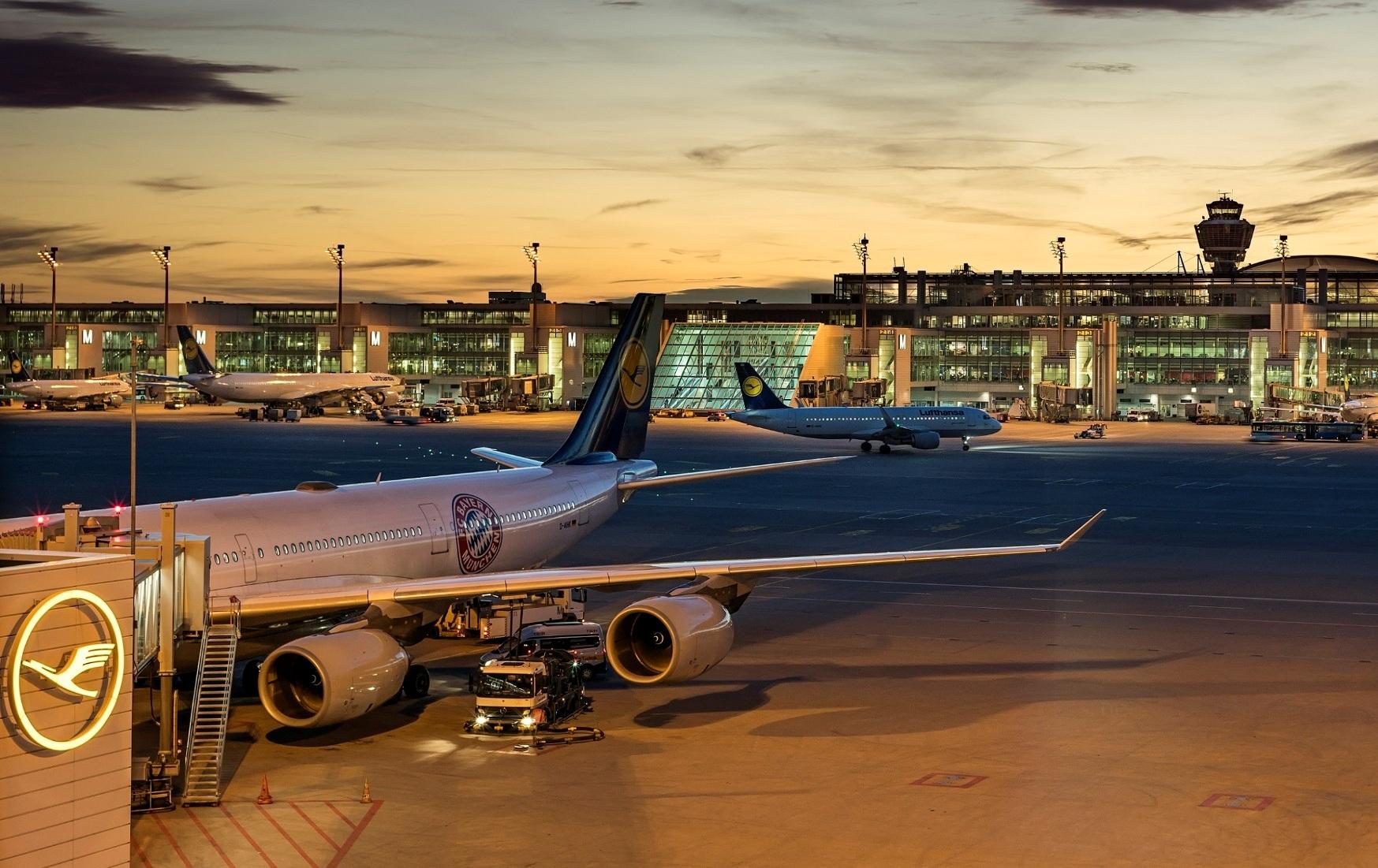 Lufthansa-fly i Münchens Lufthavn.