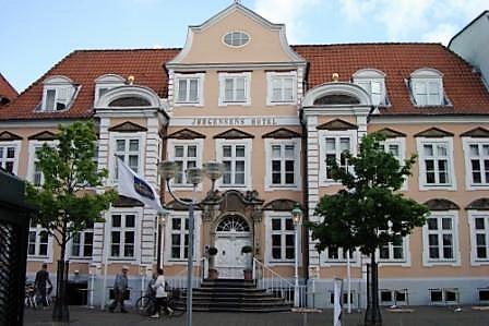 Det Lichtenbergske Palæ midt i Horsens rummer Jørgensens Hotel, der nu renoveres efter konkurs. Foto: Jørgensens Hotel.