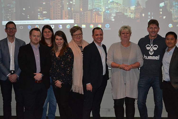 Hovedparten af bestyrelsen for PATA Danmark ved årets generelforsamling; nummer fire fra venstre er Mie Schou, der repræsenterede arrangementets sponsor, Expedia.