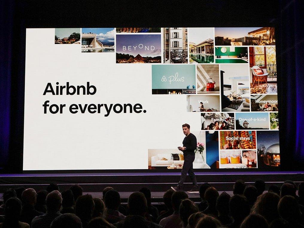 Fra præsentationen af Airbnbs nye initiativer – Airbnb forventer i 2028 at have en milliard overnattende gæster verden over.
