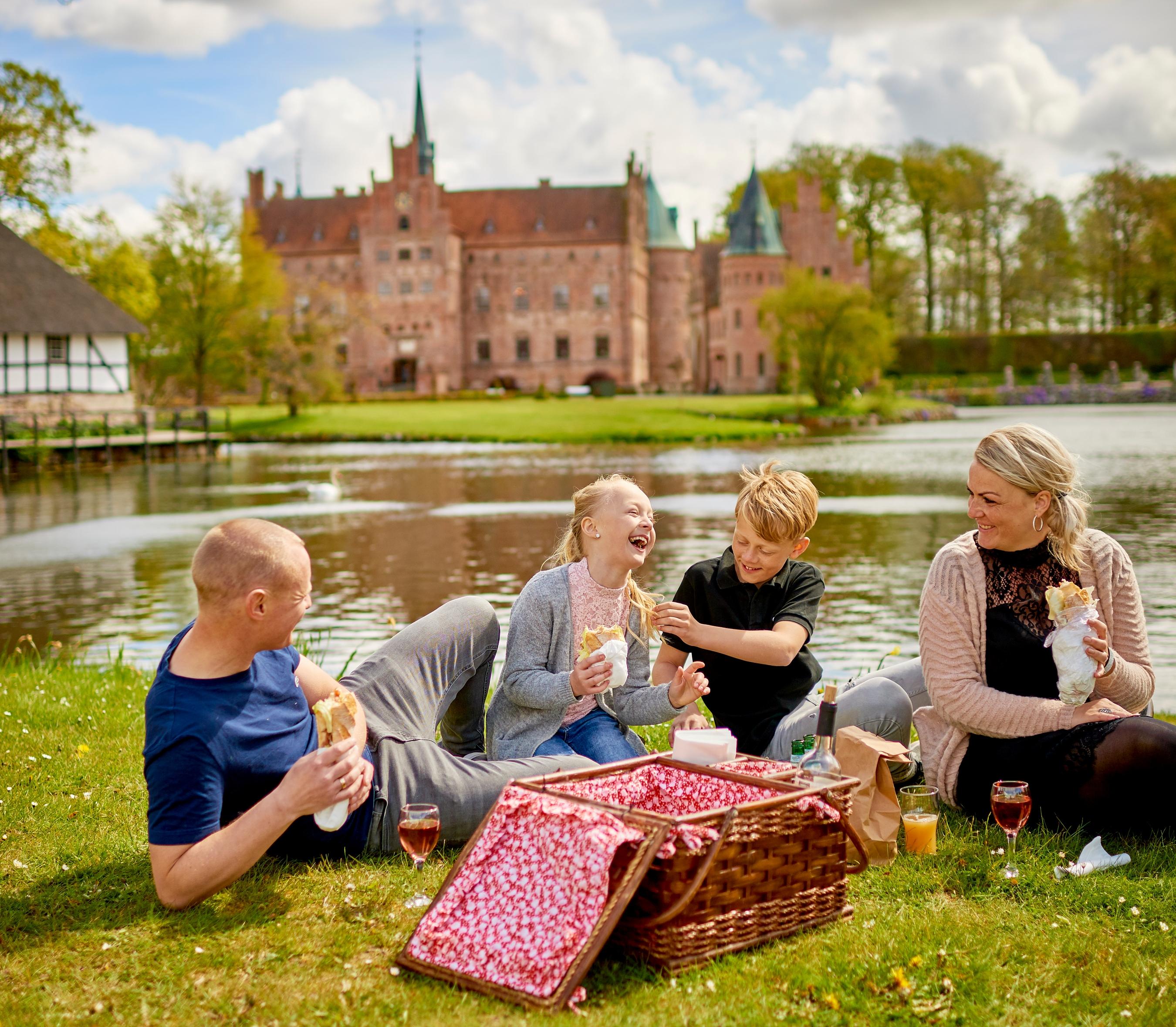 En af Danmarks fine turistattraktioner er Egeskov Slot på Fyn. Foto for VisitDenmark: Mark Trustrup.