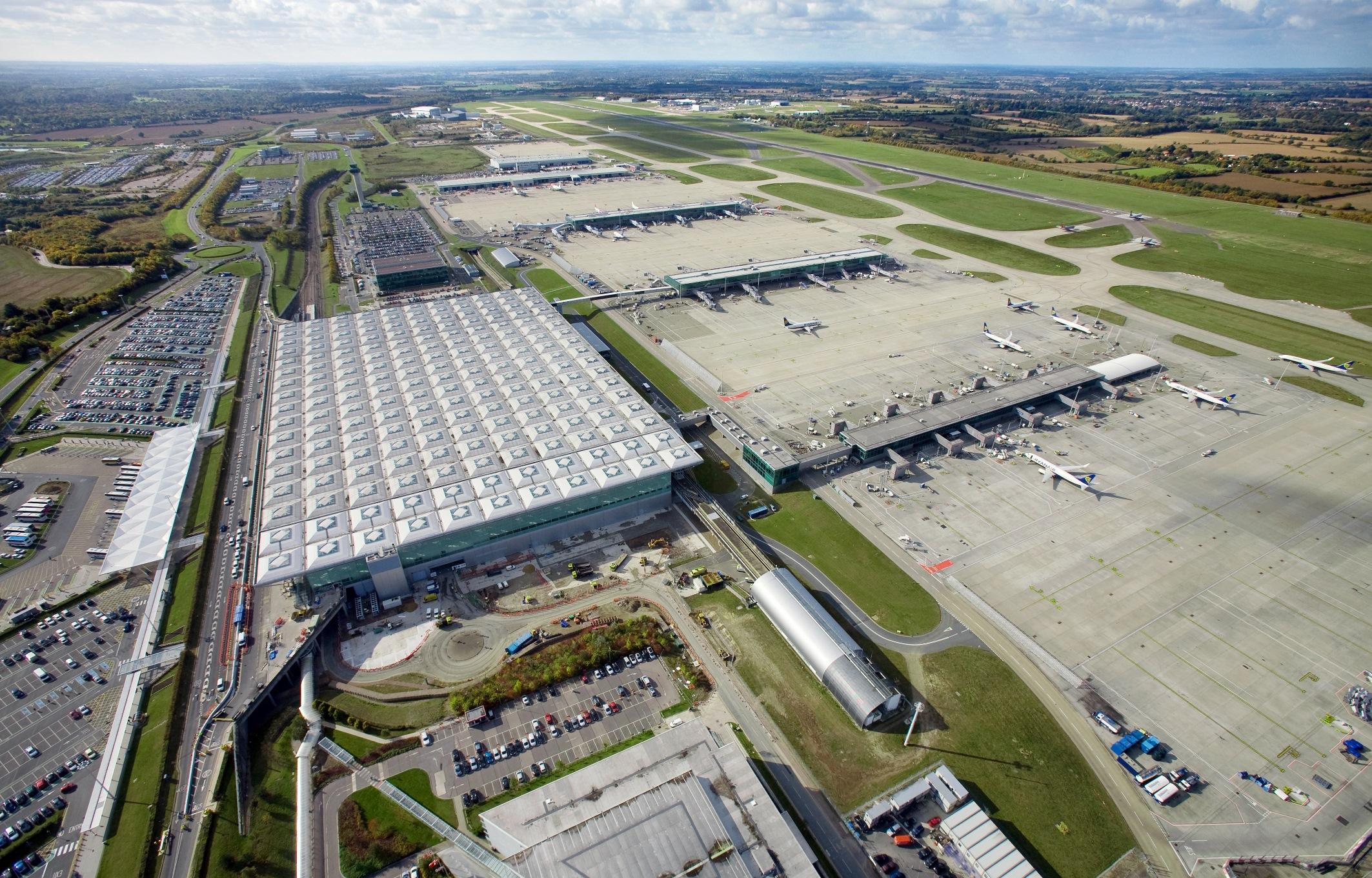 Luftfoto af Stansted-lufthavnen nord for London.