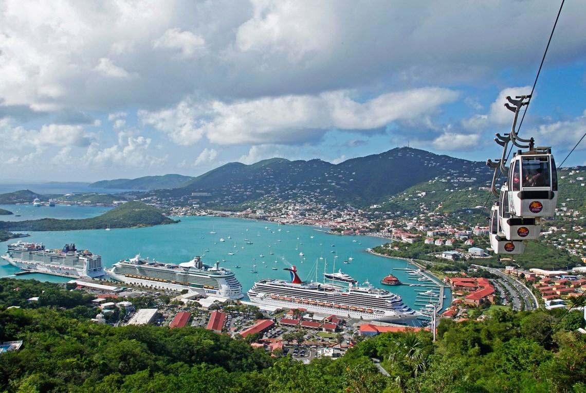 De Amerikanske Jomfruøer, her er det St. Thomas med Charlotte Amalie, er en af favoritdestinationerne hos Stjernegaard Rejser.