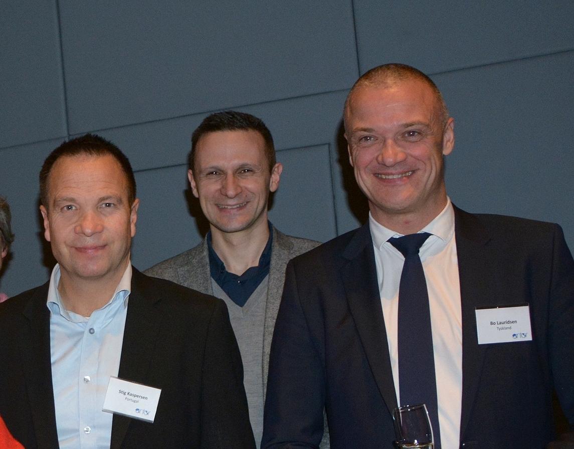 Arkivfoto fra Antor Danmarks nytårsreception i 2016, til venstre den nu afgåede formand, Stig Sommerfeldt Kaspersen, og til højre den nye, Bo Schou Lauridsen. I midten er det Paul Sikic fra det kroatiske turistråd. Foto: Preben Pathuel.