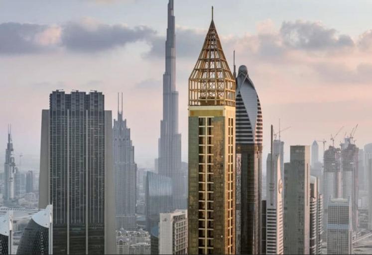 Forgyldte Gevora Hotel i Dubai er med sine 356 meter nu verdens højeste hotel – hotellet har i alt 528 værelser og suiter. I baggrunden anes verdens højeste bygning, Burj Khalifa.