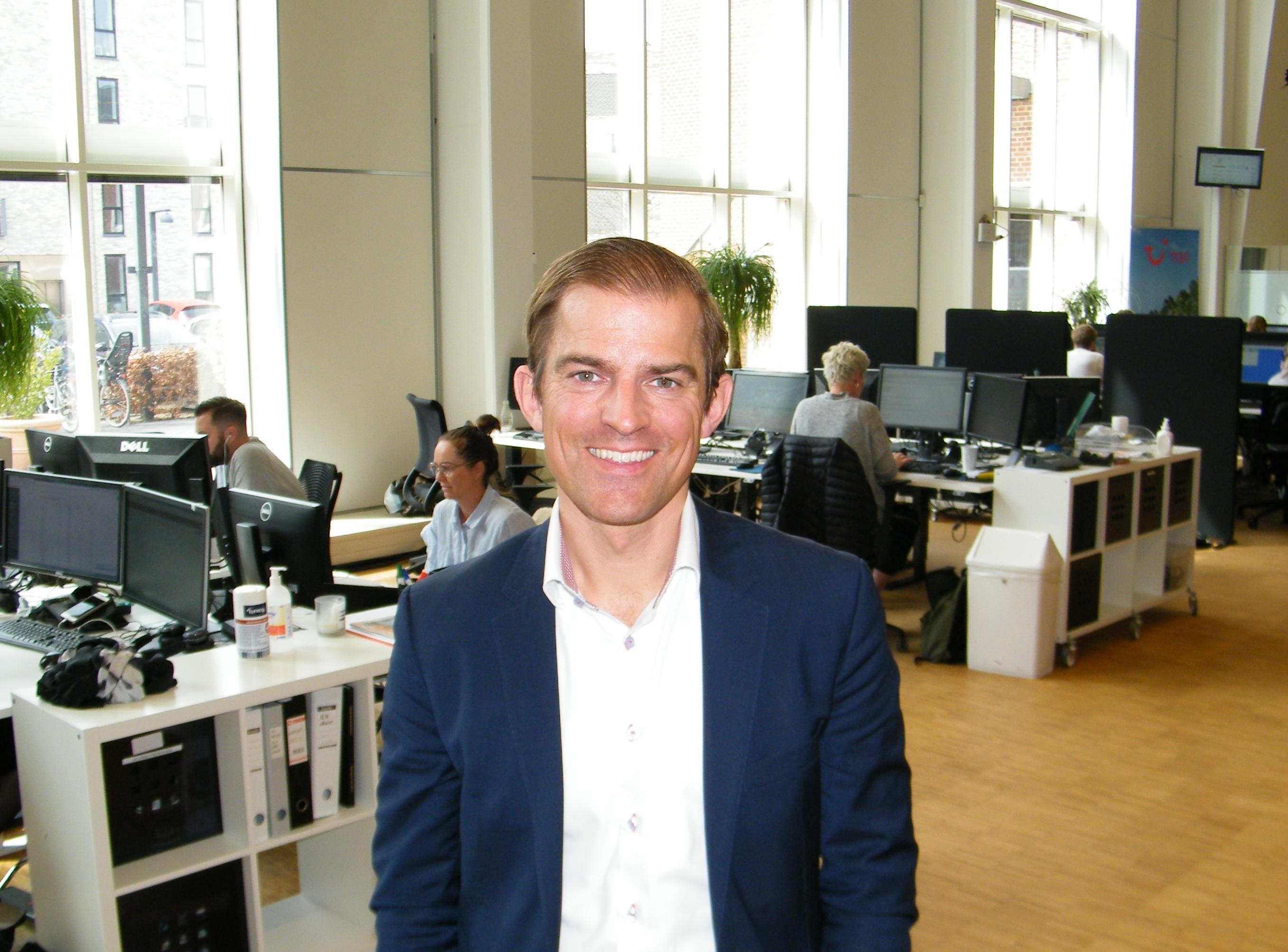 Den 37-årige svenske Alexander Huber har i 1½ år stået i spidsen for TUI i Norden. Her er han i TUI's danske hovedkvarter i Valby ved København. Foto: Henrik Baumgarten.