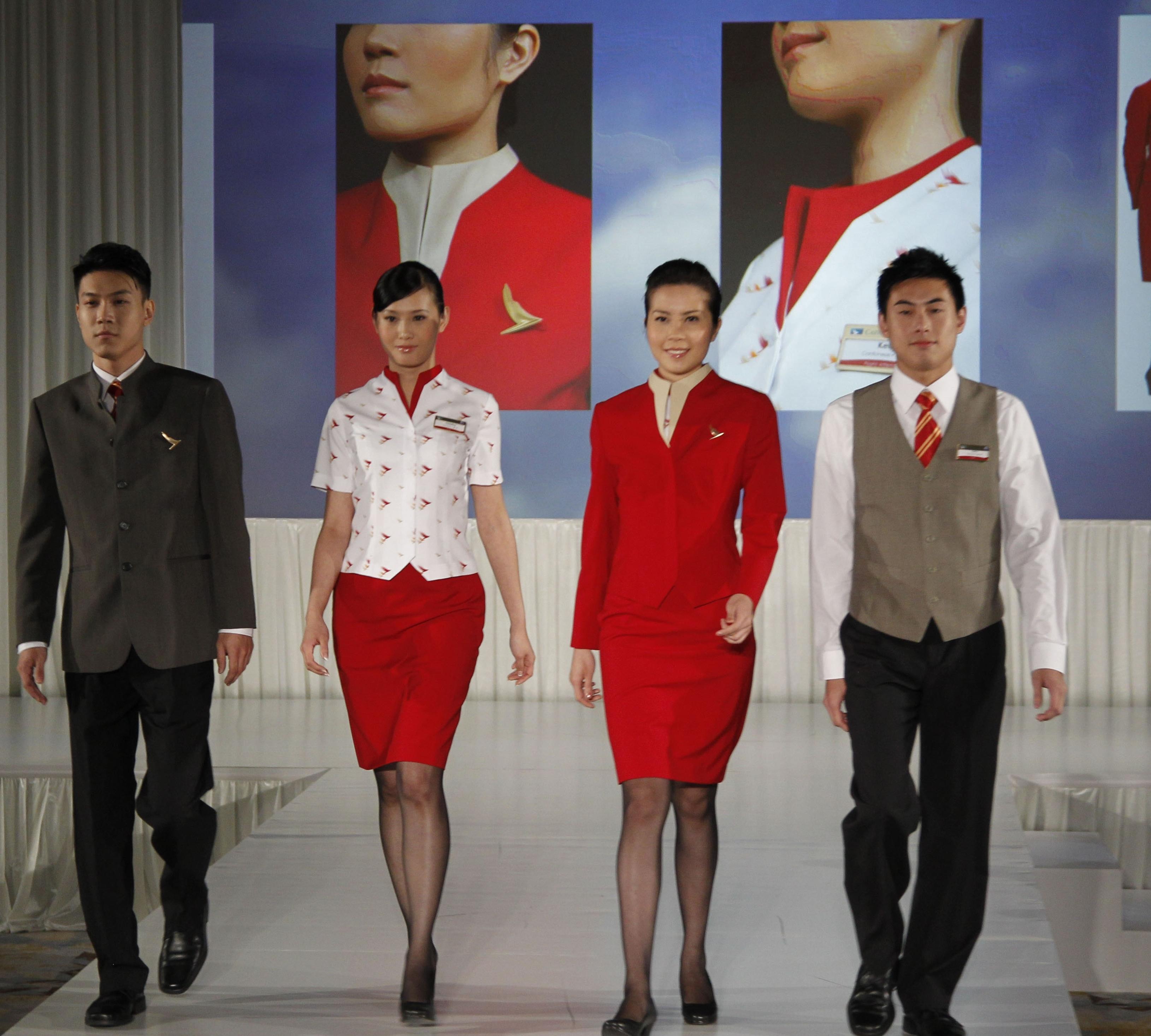 Arkivfoto fra Cathay Pacific fra 2011 hvor flyselskabets nuværende uniformer blev præsenteret. Cathay åbner næste måned rute til Københavns Lufthavn.