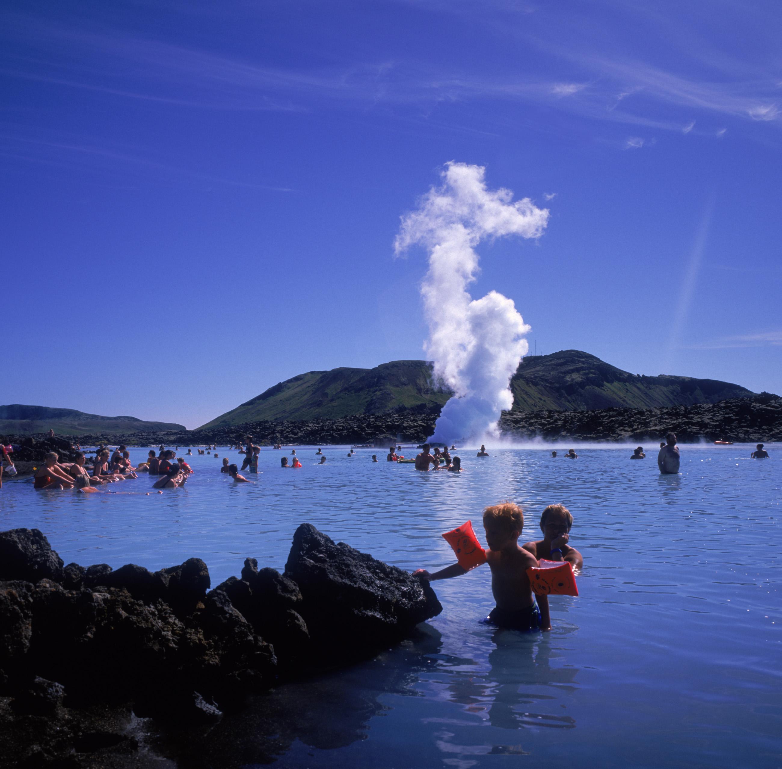 Blue Lagoon er en af islandske største turistattraktioner – men mange steder i landet kan man nyde de varme kilder. Foto: Islands Turistråd.
