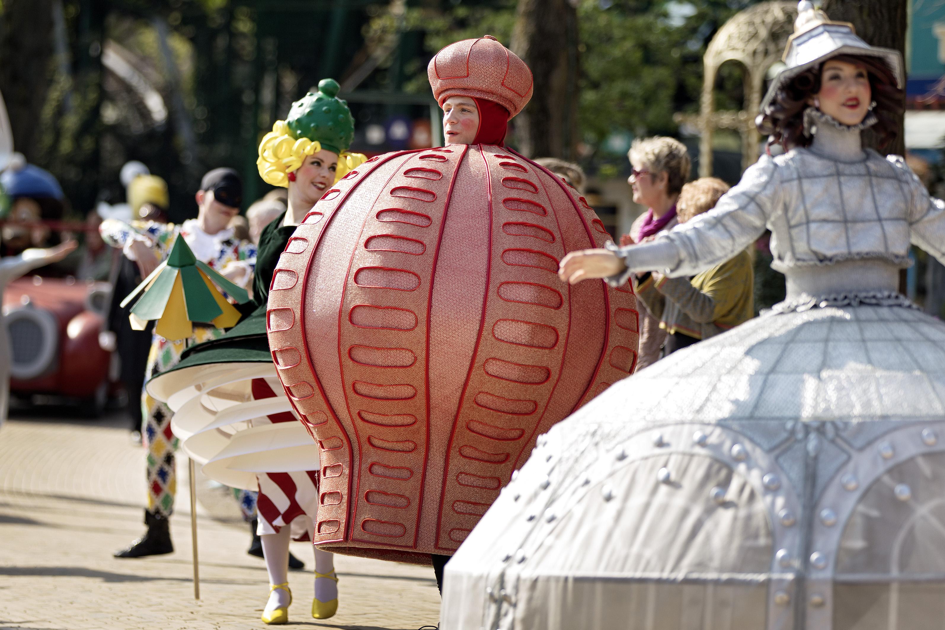 Fra generalprøven forleden på Tivolis jubilæumsparade, der blev gennemført en tidlig søndag morgen inden Tivoli åbnede. Foto for Tivoli: Agnete Schlichtkrull.