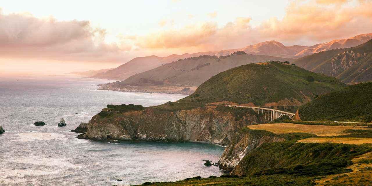 Den legendariske Highway 1 i Californien genåbner i sin fulde længde til september. Foto: Visit California.
