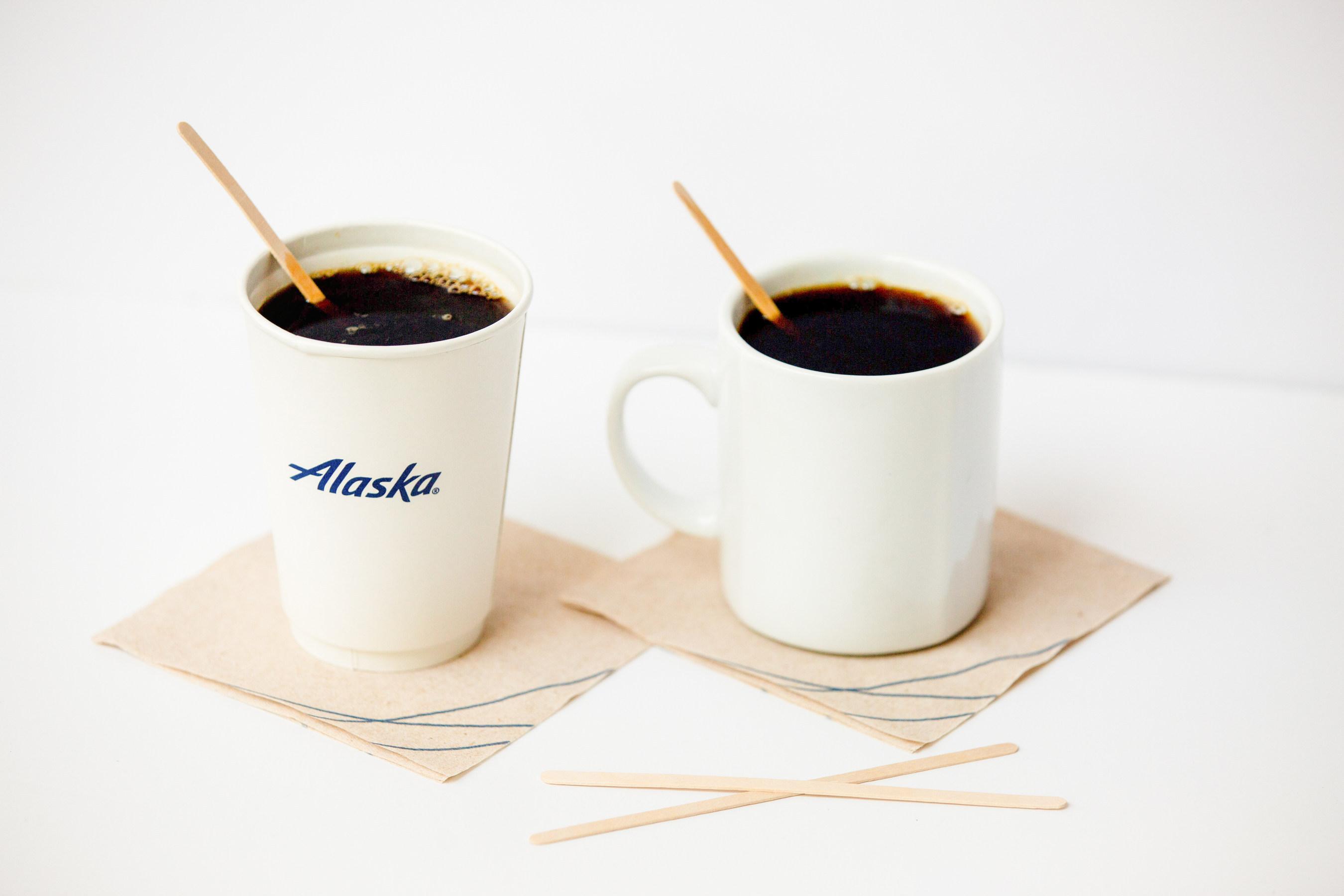 Alaska Airlines vil nedbringe mængden af brug af plastik på sine fly og i stedet kun anvende drinkspinde lavet af bæredygtigt træ. Foto: Alaska Airlines.