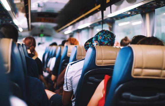 Unge undlader at forsikre sig på ferierejsen. (Foto: Annie Spratt.)