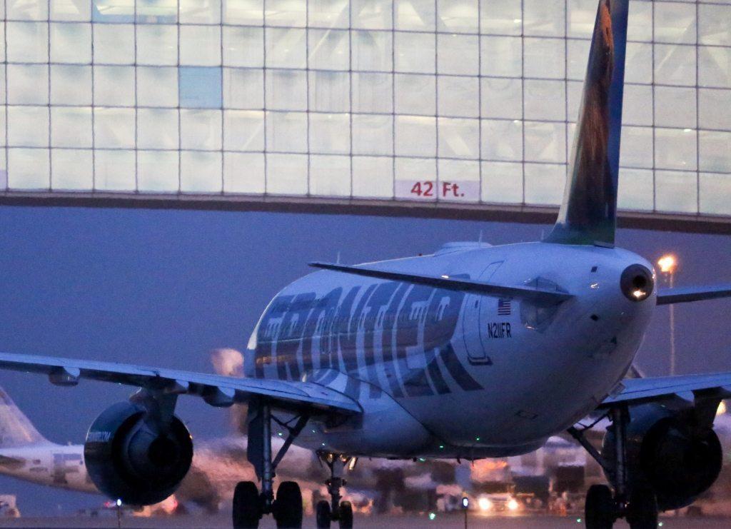 Fly fra Frontier Airlines i Denver-lufthavnen i USA, der arealmæssigt regnes som verdens største lufthavn. Foto: Denver International Airport.