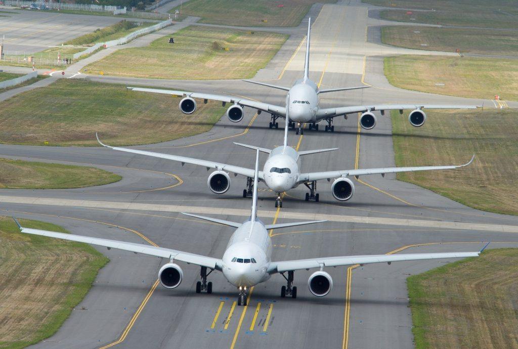 Flyselskaber skal ikke have incitament med at vente med at betale kompensation til passagerer til efter de er politianmeldt, siger den danske trafikminister. Arkivfoto.