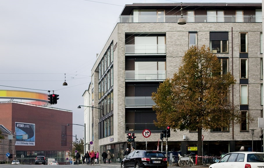Rådhusgården i Aarhus der angiveligt fra næste år bliver hotel – til venstre ses Aarhus' kunstmuseum, Aros. Foto: arkitema.com