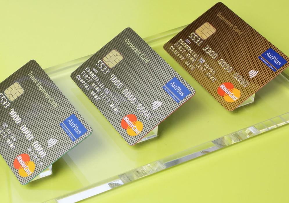 De fysiske kreditkort skal ikke op af lommen i forbindelse med AirPlus' og booking.com's nye samarbejde. Foto: AirPlus.