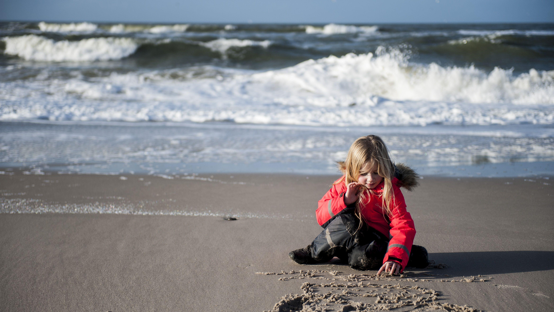 Der skal øget fokus på den jyske vestkyst som en samlet destination for turisterne. Her er det stranden i Hvide Sande. Foto: Ringkøbing Fjord Turisme.