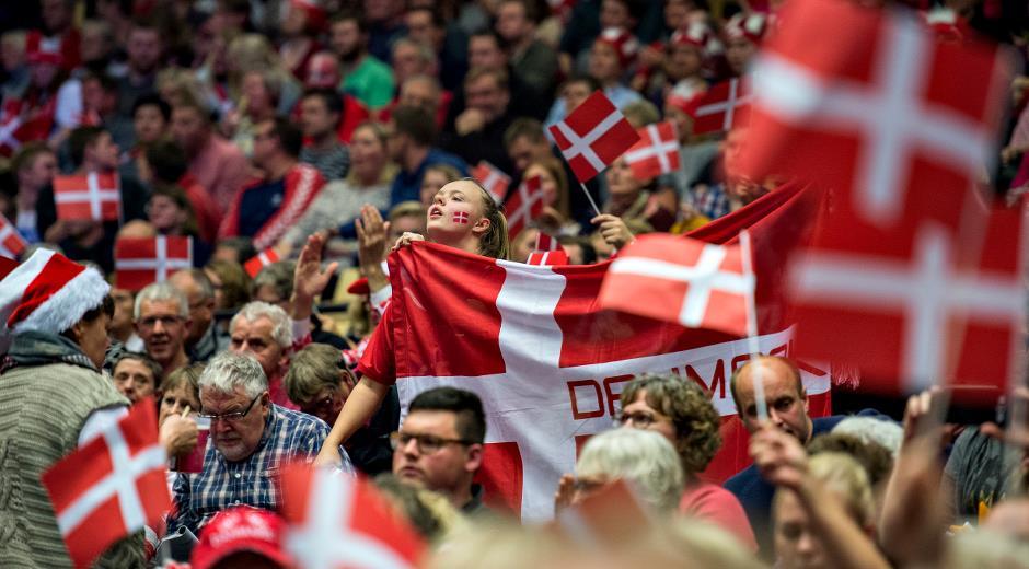 Ishockeyfans i Boxen i Herning (Foto: MCH)