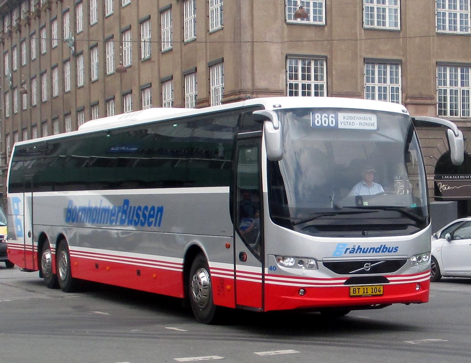 Bornholmerbussen fortsætter alligevel busruten mellem København og havnen i svenske Ystad, hvorfra passagererne sejler til Rønne. Foto: Bornholmerbussen.