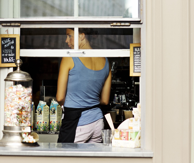 Sommerperioden skaber tusindvis af ekstra arbejdspladser på danske spisesteder og i overnatningsbranchen. Foto: Mikkel Heriba for VisitDenmark.