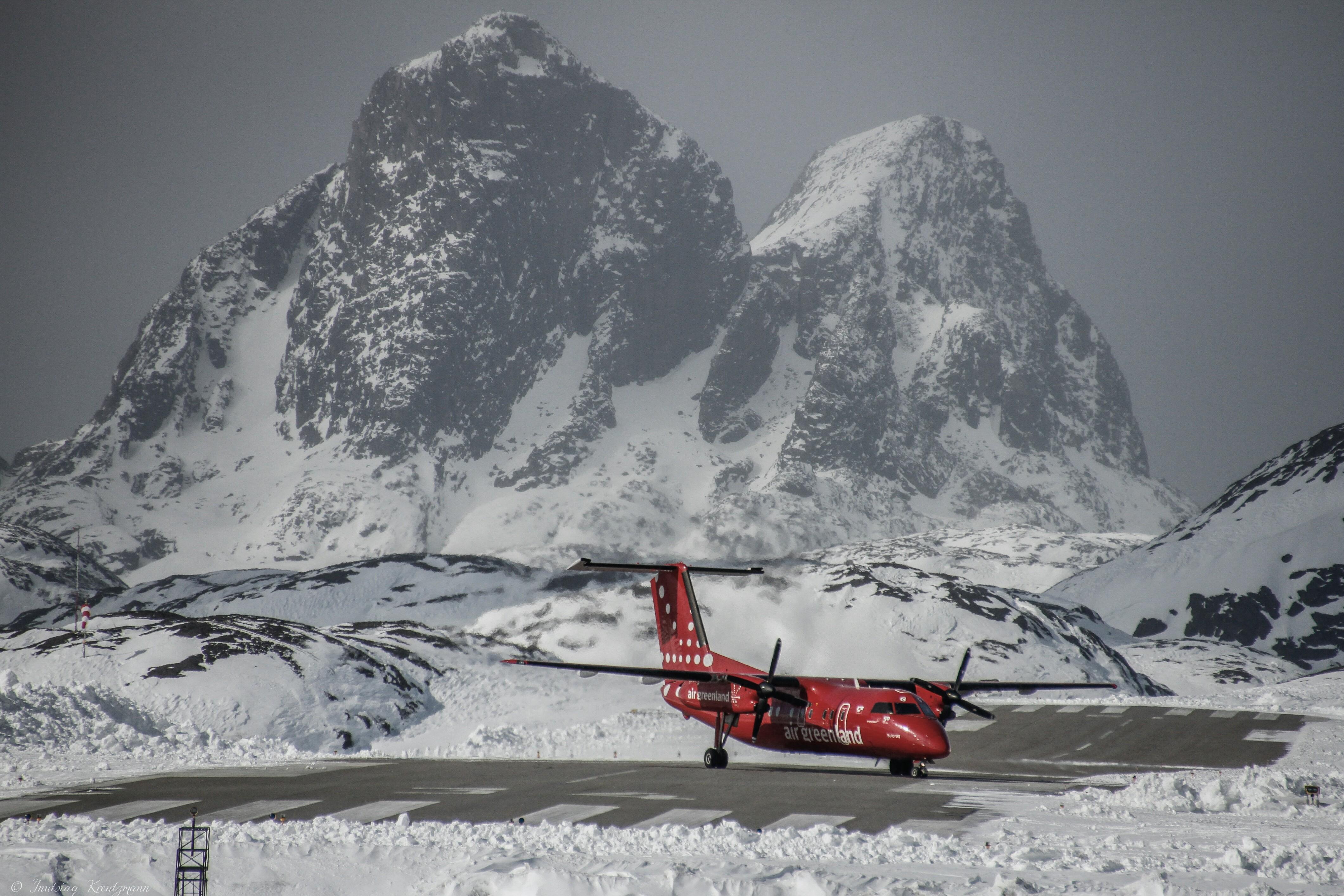 Der er planer om at Nuuk og Ilulissat på Grønlands vestkyst skal have 2.200 meter lange landingsbaner, mens lufthavnen i sydgrønlandske Qaqortoq skal have en 1.500 meter lang start- og landingsbane. Arkivfoto fra Kalaallit Airports.