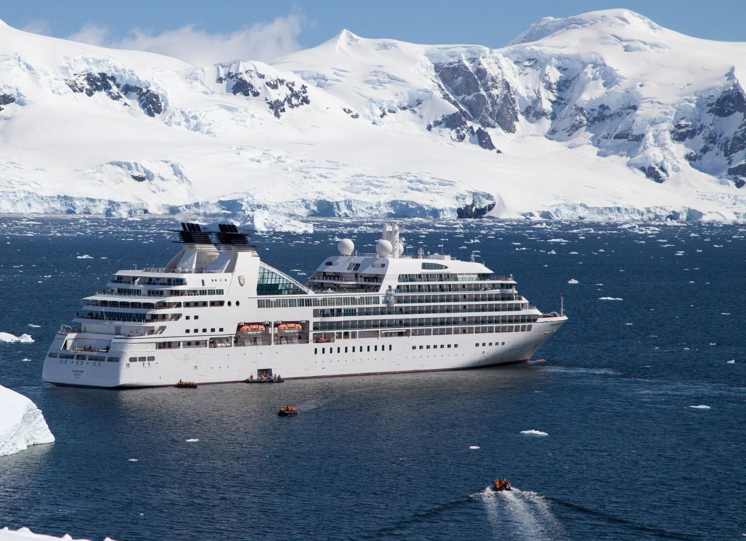 Seabourn skal have to ekspeditionsskibe til luksuskrydstogter – her arkivfoto af et andet af rederiets skibe. Foto: Seabourn.