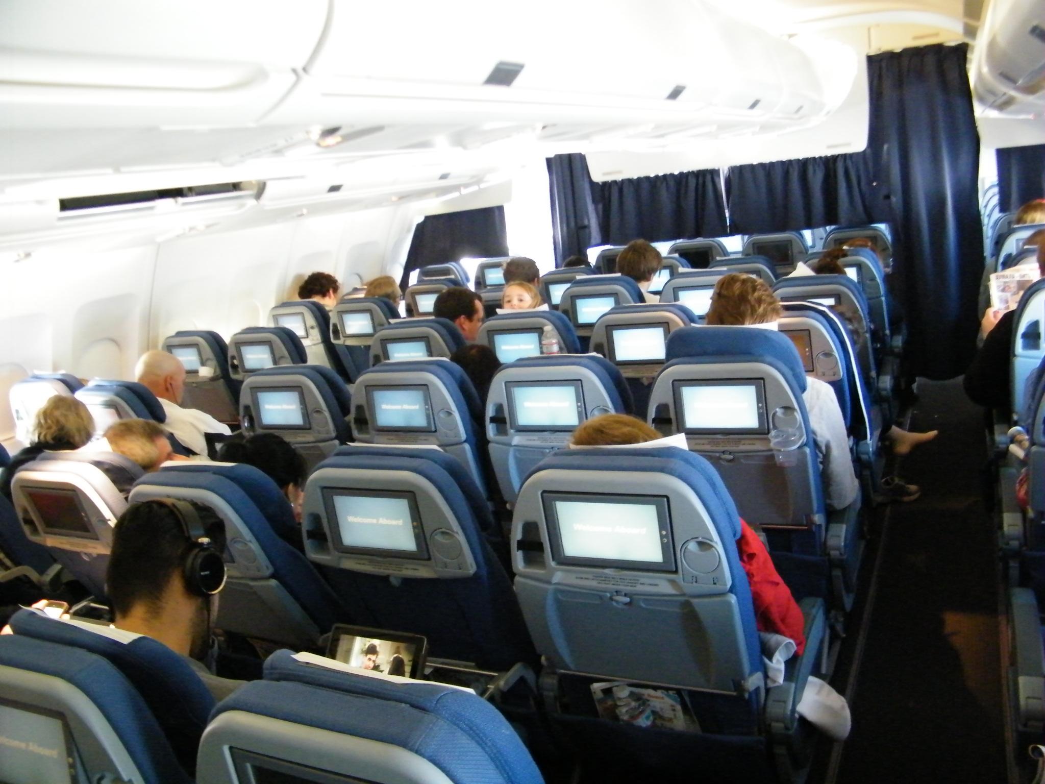 Ved hjælp af stemmestyret teknologi kan for eksempel børn i hjemmet spørge, hvornår fars eller mors fly lander. Foto: STANDBY.dk