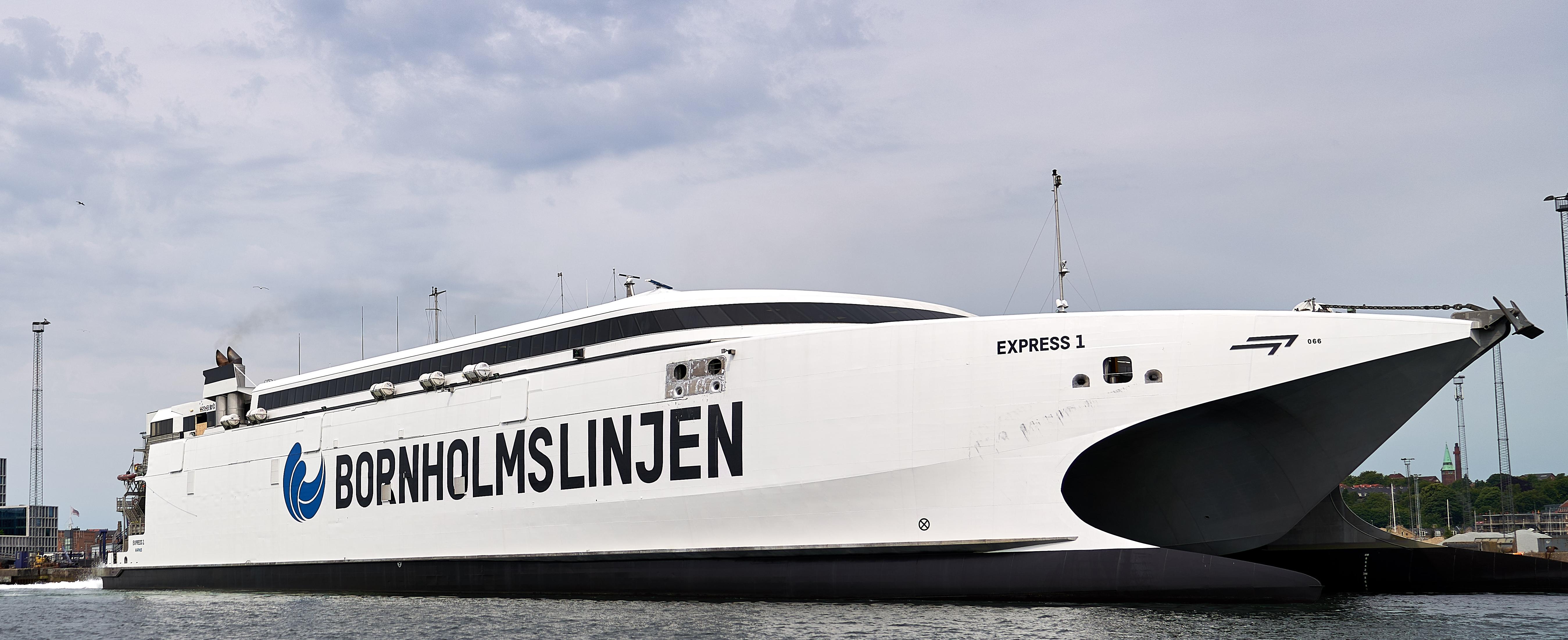 Express 1 i sin nye bemaling – katamaranen sejler fra 1. september fire gange om dagen mellem Ystad og Bornholm. Foto: Molslinjen.