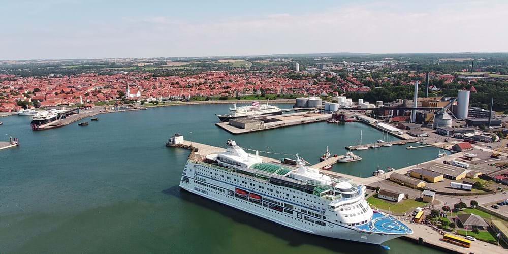 Krydstogtskib i Rønne Havn på Bornholm. Arkivfoto.