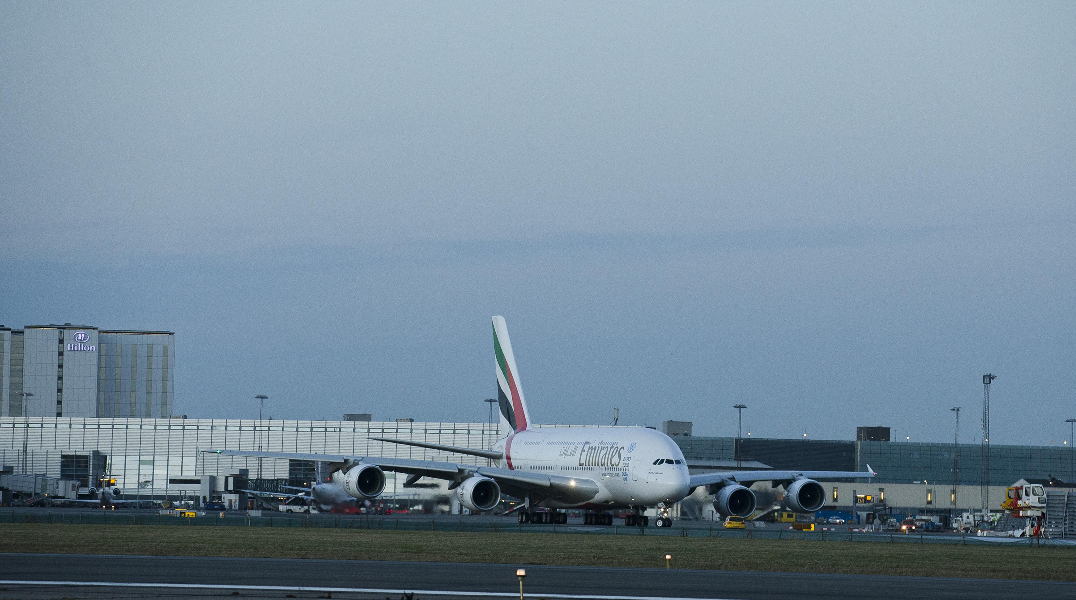 Københavns Lufthavn havde sidste år 29,2 millioner passagerer, der fløj til og fra lufthavnen, heraf var cirka 3,5 millioner på langruterne. Her arkivfoto fra Københavns Lufthavn med en Emirates A380'er.